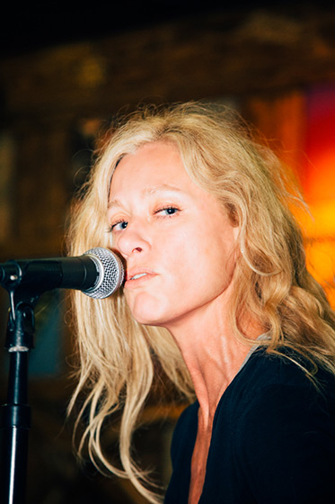 shelby lynne  the soulful southern gothic queen of the california desert  u2013 by david walter banks