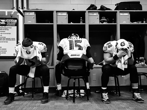 Photographer Shoots NFL with iPhone 7