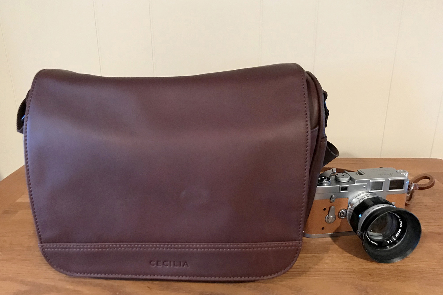 a5bd621a28d3 Cecilia Tharp 8L Leather Camera Messenger Bag Review – By Nic Coury